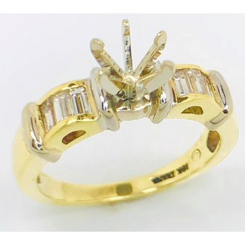 18kt White and Yellow gold Ring with arches of Baguette Diamonds