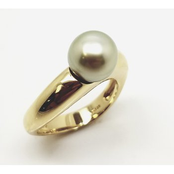 Minimalist Ring with Pistachio Color Pearl