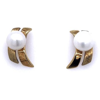 14 Karat Yellow Gold Pearl Earrings