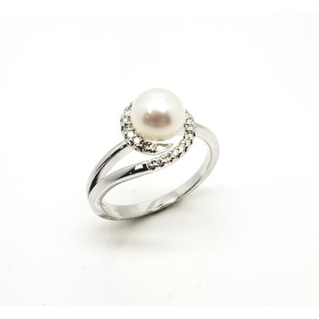 White Gold Ring with Pearl and Swirl of Diamonds