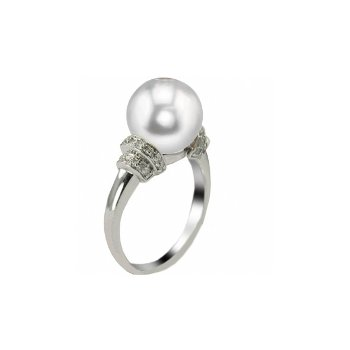 Important Pearl Ring with 2 rows of Diamonds