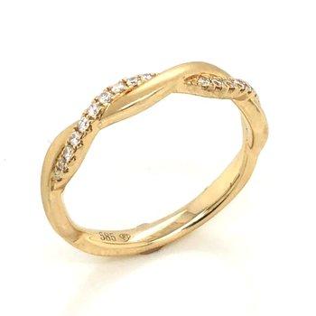 14 Karat Yellow Gold Twisted Diamond Band