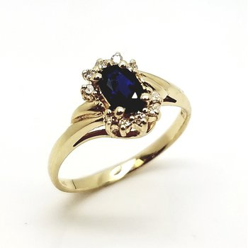 Yellow Gold Sapphire Ring With Diamonds
