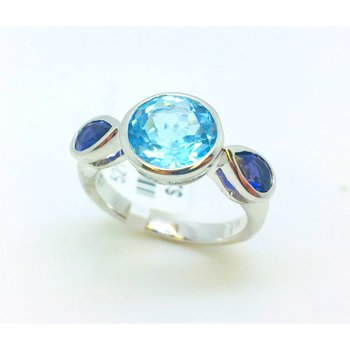 Sterling Silver Ring with Topaz Stone and Two Iolite Stones. 2.3ct