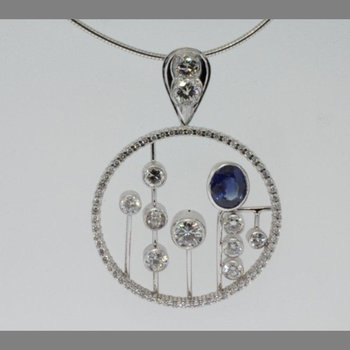 Necklace with round diamonds and sapphire