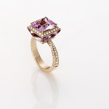 Fashion ring with diamonds and a amethyst