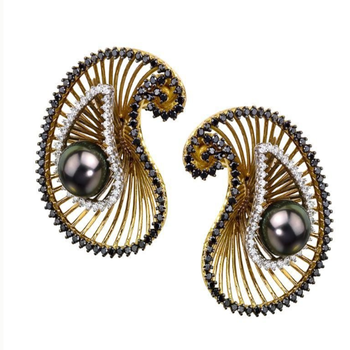 Unique earrings with diamonds and black pearls