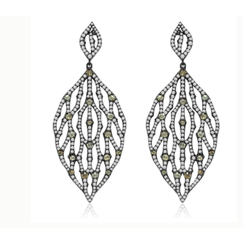 Charming earrings with green diamonds