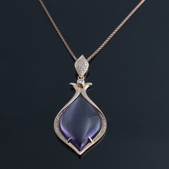 Rose gold pendant with chalcedony stone