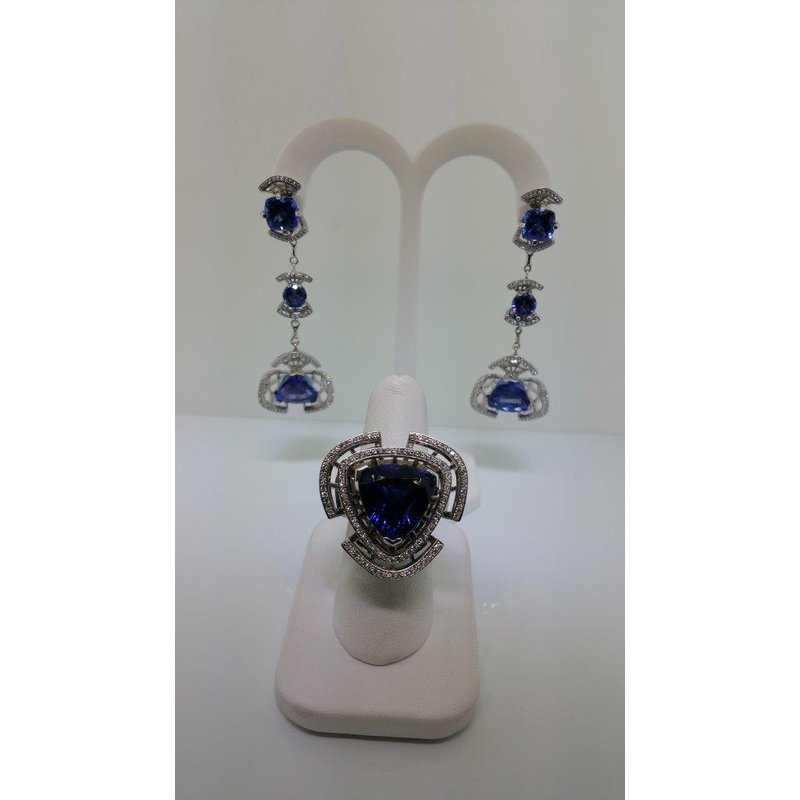 """Antony Jewelers """"Red carpet style' set: drop earrings and ring with sapphires and diamonds"""