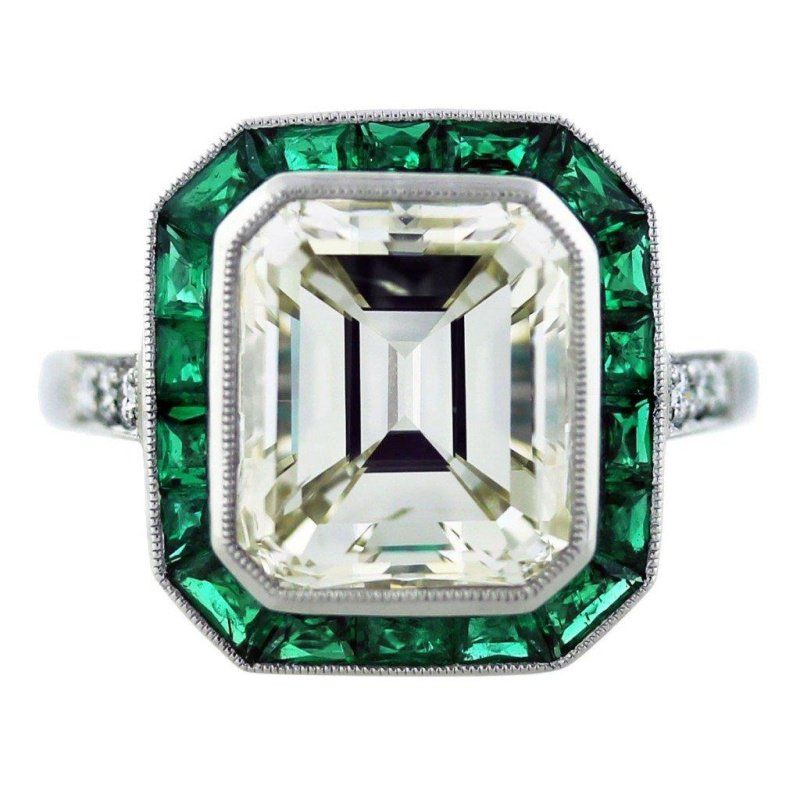 Fashion-forward engagement ring with diamond and emeralds