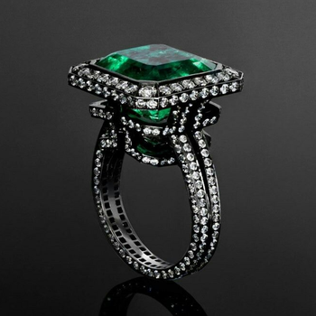 Cocktail ring with Columbian Emerald