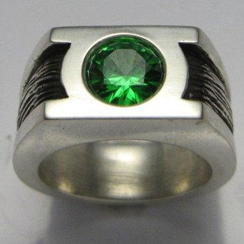 Fashion ring with black enamel and garnet