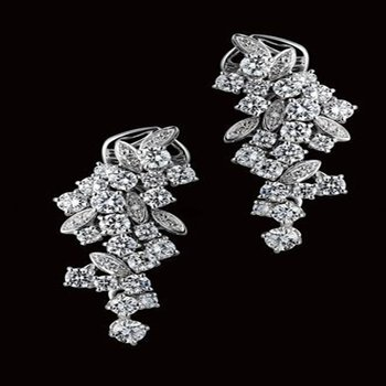 Detailed earrings with diamonds