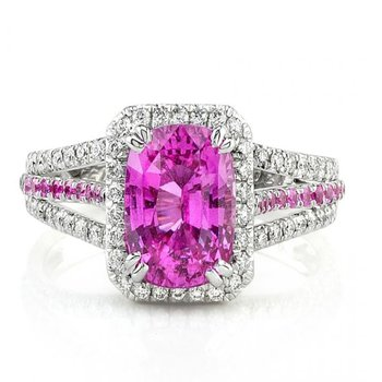 Engagement ring with pink baguette diamond