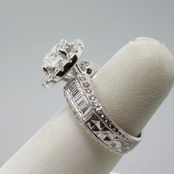 Engagement ring with shimmering fine quality diamonds