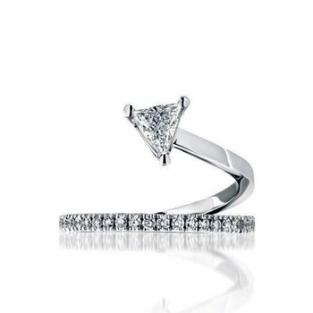 Casually modern diamond ring
