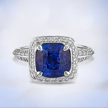 Classical engagement ring with diamonds and sapphire