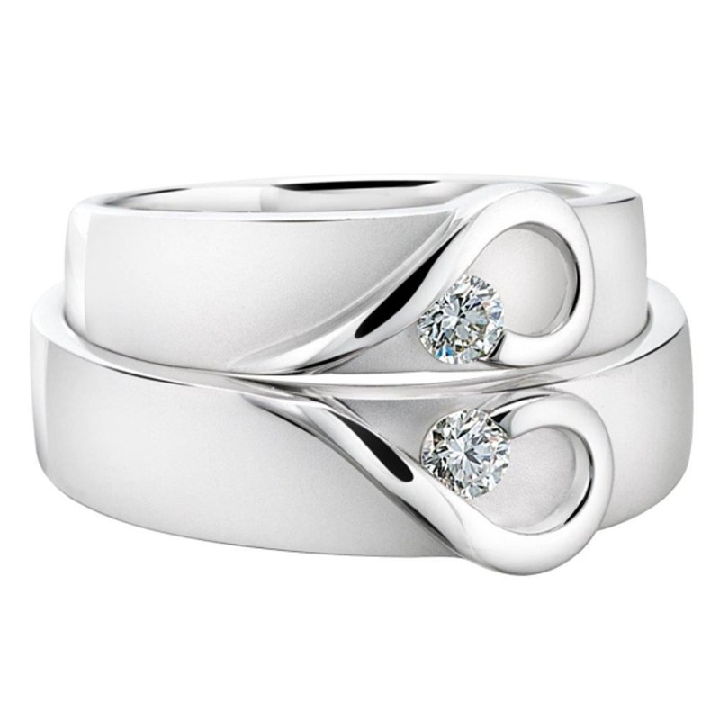 Antony Jewelers Delicate wedding band with diamonds
