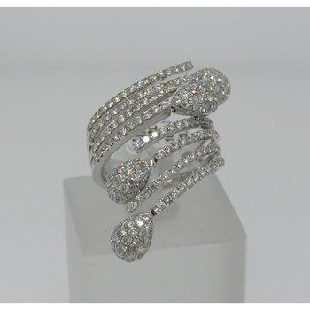 Amazingly designed diamond engagement ring