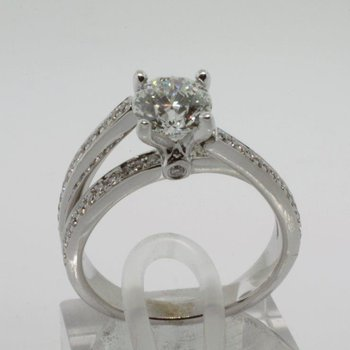Contemporary style diamond engagement ring