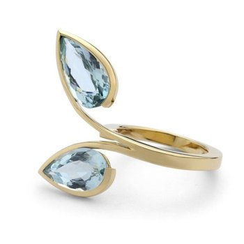 Gold fashion ring with aquamarine stones