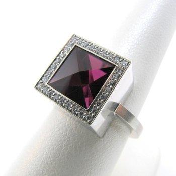 Square fashion ring