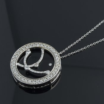 Modern necklace with round onyx