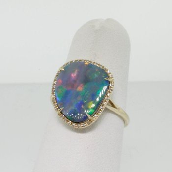 Fashion ring with rare Australian Opal