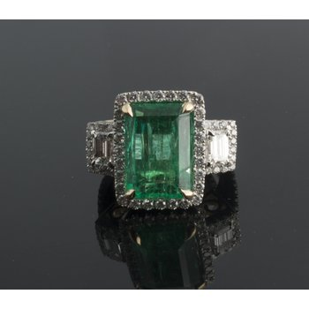 Fashion emerald cocktail ring