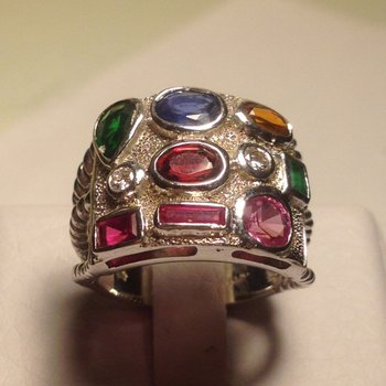 Colorful fashion ring with mixed gemstones