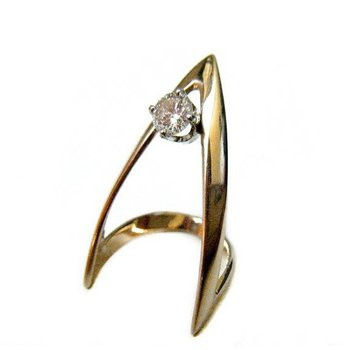 V style fashion ring