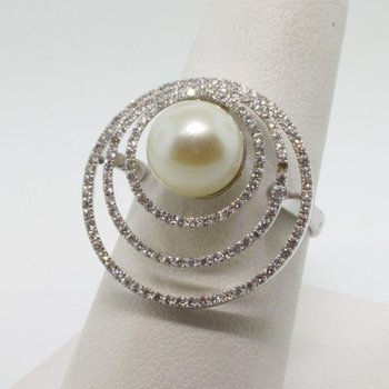 Triple Halo fashion ring with pearl