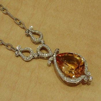 Necklace with yellow citrine stone