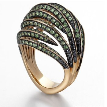 Black diamonds and emeralds fashion gold ring