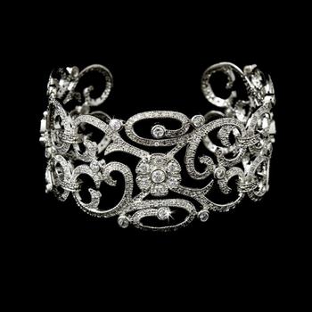 Vintage style bracelet with diamonds