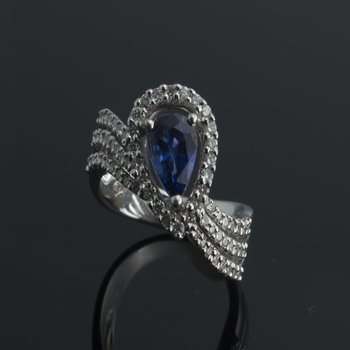 Diamonds and sapphire fashion ring