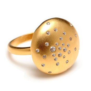 Unusual gold ring with diamonds