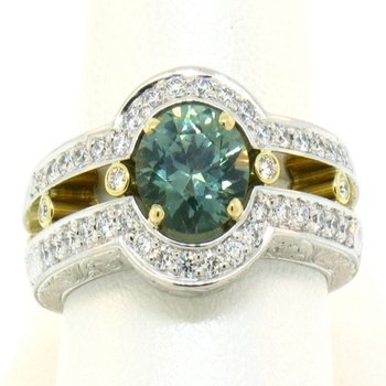 Elegant ring with green sapphire