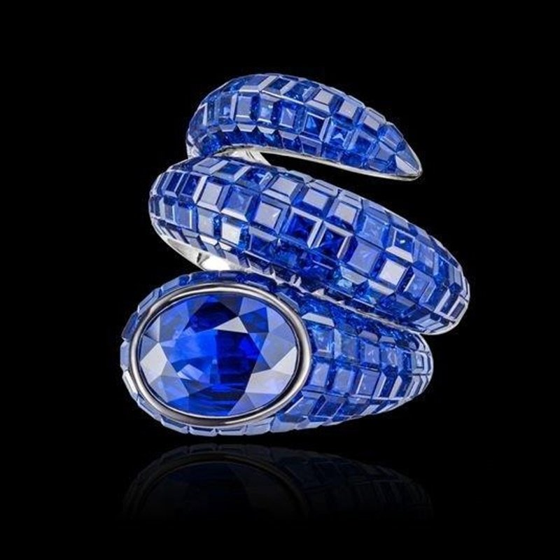 "High performance ""Snake Style"" fashion ring with sapphires"