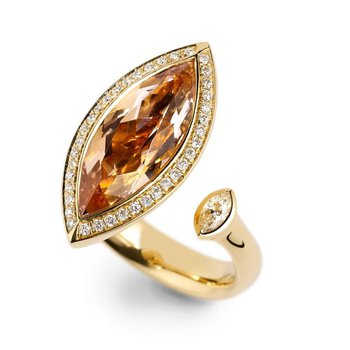 Double ring with brown diamond