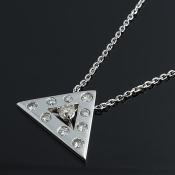 Triangular shape diamond necklace