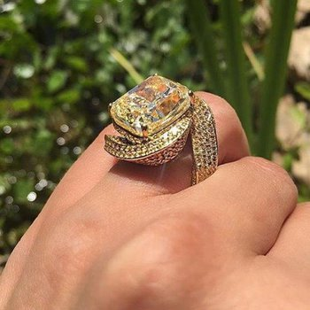 Fashion ring with champagne diamonds and yellow diamonds