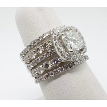 Attention getting diamond engagement ring