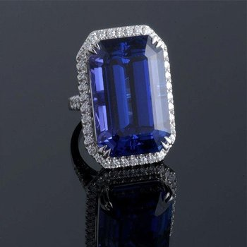 Fashion ring with blue sapphire