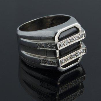 Men's geometrical onyx ring