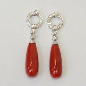 Earrings with red blood corals