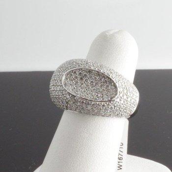 Amazing fashion ring with diamonds
