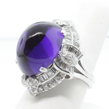 Finely detailed fashion ring with diamonds and amethyst