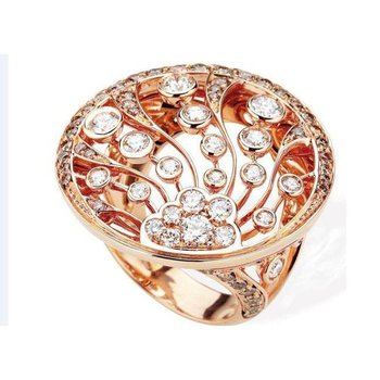 A state-of-art fashion ring with diamonds